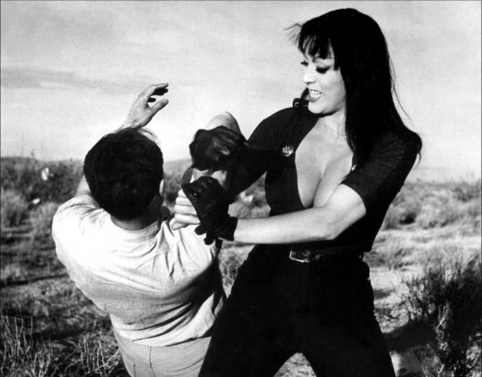 Varla (Tura Satana) gets her fight on