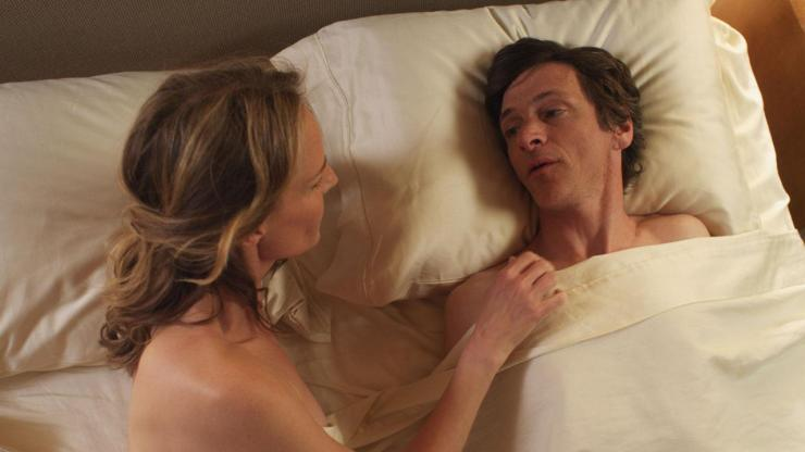 Cheryl (Helen Hunt) helps  Mark O'Brien (John Hawkes) to know sexual intimacy