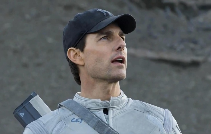 Jack (Tom Cruise) looks out at a desolated Earth