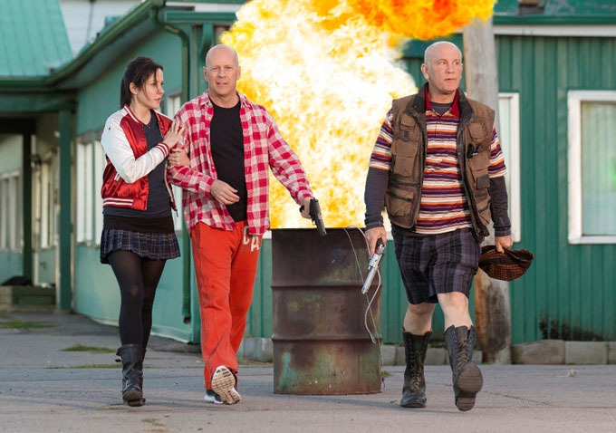Sarah (Mary-Louise Parker), Frank (Bruce Willis) and Marvin (John Malkovich) go for a morning stroll